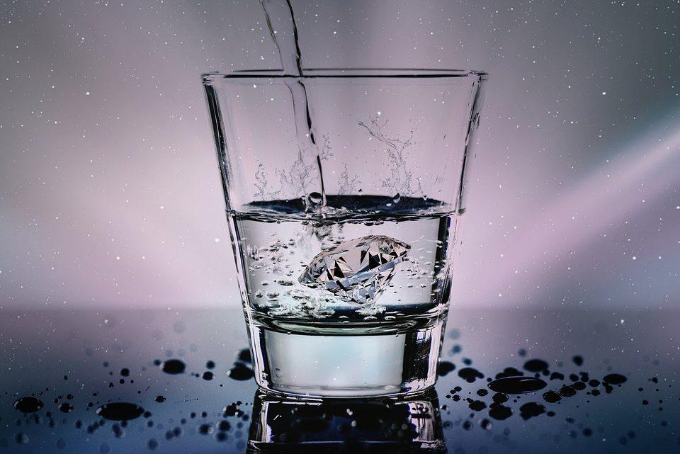 Consommer de l'eau gazeuse: bonne ou mauvaise idée?